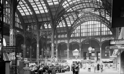 1962: Pennsylvania Station Concourse